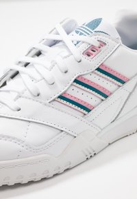 adidas Originals - A.R. TRAINER  - Sneakers laag - footwear white/true pink/tech mint - 2