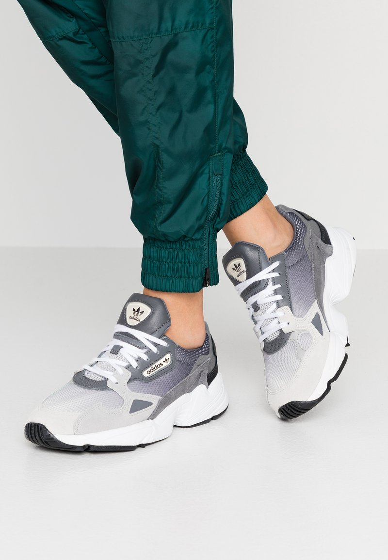 adidas Originals - FALCON - Sneakers basse - grey one/grey two/grey four