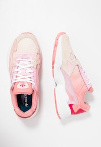 adidas Originals - FALCON - Matalavartiset tennarit - ecru tint/ice pink/true pink - 3