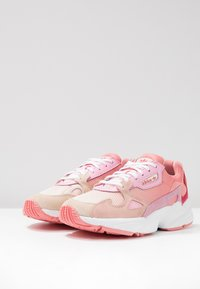 adidas Originals - FALCON - Matalavartiset tennarit - ecru tint/ice pink/true pink - 4