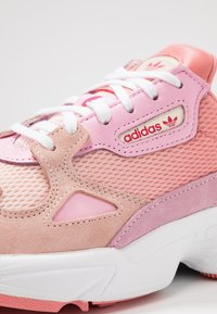 adidas Originals - FALCON - Matalavartiset tennarit - ecru tint/ice pink/true pink - 2