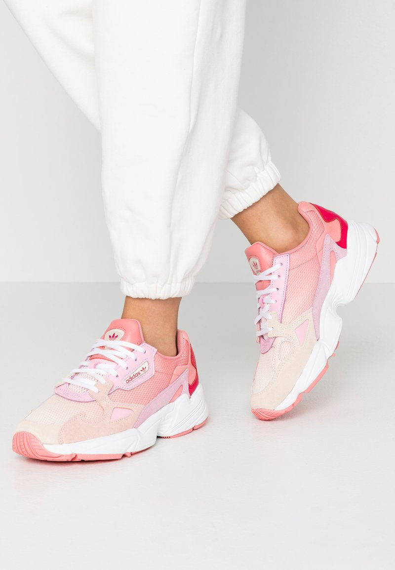adidas Originals - FALCON - Matalavartiset tennarit - ecru tint/ice pink/true pink