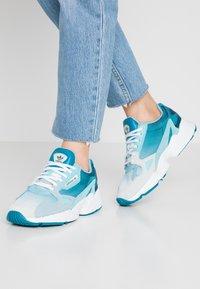 adidas Originals - FALCON - Matalavartiset tennarit - blue tint/light aqua/ash grey - 0
