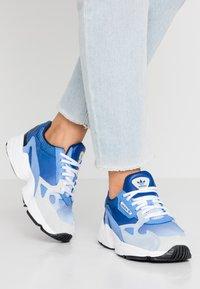 adidas Originals - FALCON - Joggesko - blue tint/glow blue/real blue - 0