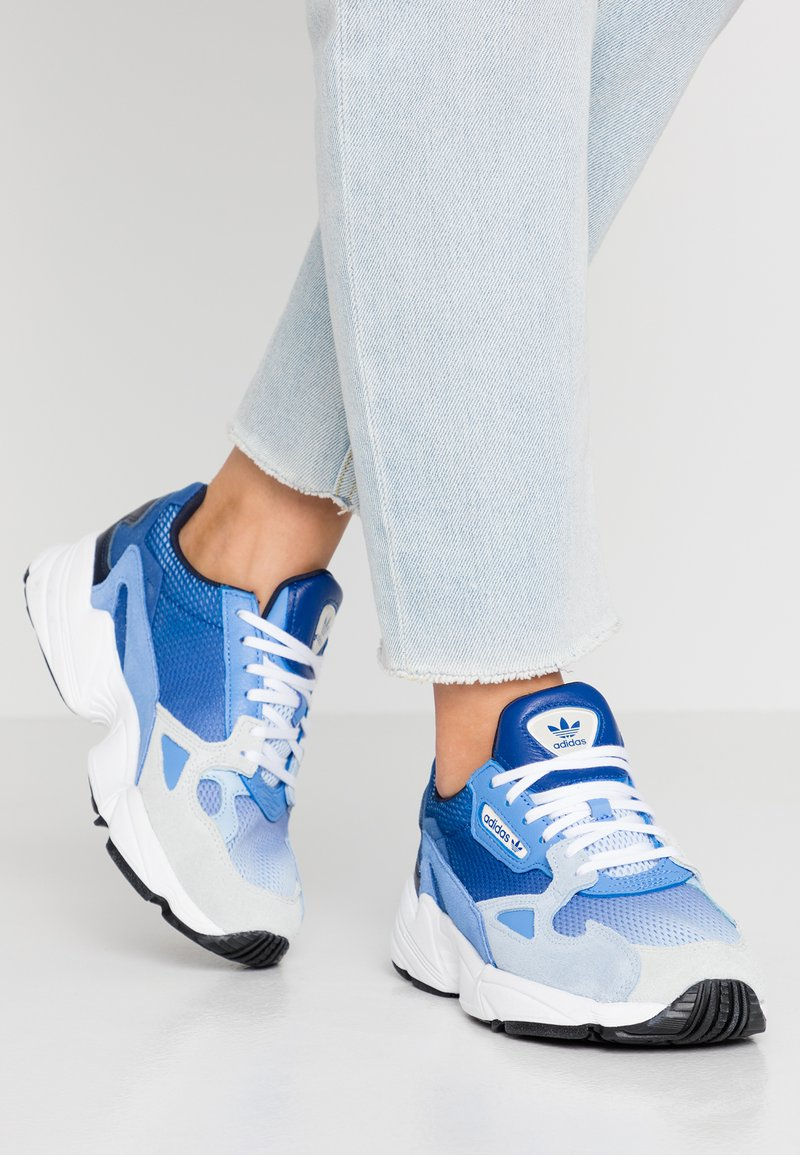 adidas Originals - FALCON - Sneakers laag - blue tint/glow blue/real blue