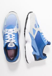 adidas Originals - FALCON - Sneakers laag - blue tint/glow blue/real blue - 3
