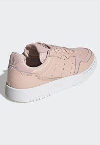 adidas Originals - SUPERCOURT W - Sneakers laag - vappnk/vappnk/crywht - 6