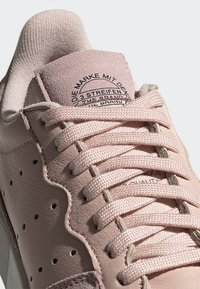 adidas Originals - SUPERCOURT W - Sneakers laag - vappnk/vappnk/crywht - 10