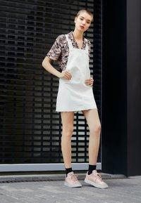 adidas Originals - SUPERCOURT W - Sneakers laag - vappnk/vappnk/crywht - 2