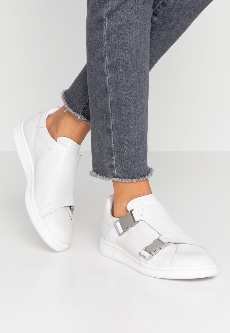 adidas Originals - STAN SMITH - Trainers - footwear white/gold metallic