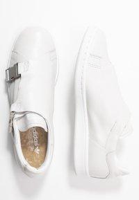 adidas Originals - STAN SMITH - Trainers - footwear white/gold metallic - 3