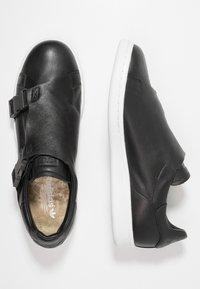 adidas Originals - STAN SMITH - Sneaker low - core black/gold metallic/footwear white - 3
