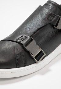 adidas Originals - STAN SMITH - Sneaker low - core black/gold metallic/footwear white - 2