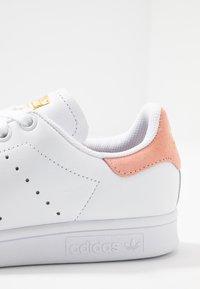 adidas Originals - STAN SMITH - Sneaker low - footwear white/glow pink - 2