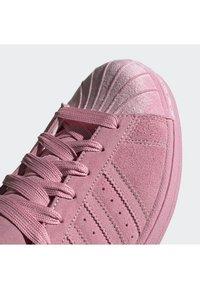 adidas Originals - SUPERSTAR SHOES - Sneaker low - pink - 7