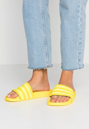 ADILETTE - Pantofle - yellow/semi frozen