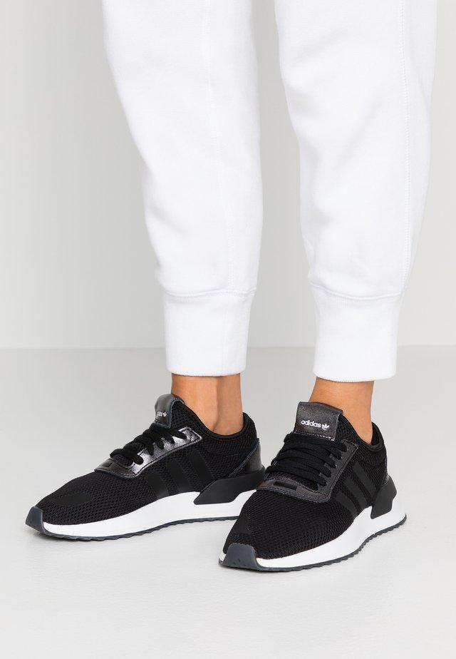 U_PATH X RUNNING-STYLE SHOES - Sneakers - core black/purple beauty/footwear white