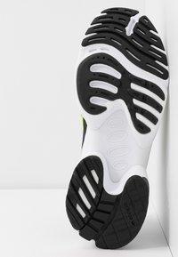 adidas Originals - EQT GAZELLE - Baskets basses - collegiate navy/silver metallic/solar yellow - 6