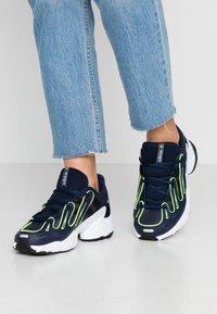 adidas Originals - EQT GAZELLE - Baskets basses - collegiate navy/silver metallic/solar yellow - 0
