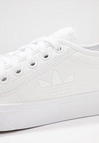 adidas Originals - NIZZA TREFOIL - Baskets basses - footwear white - 2