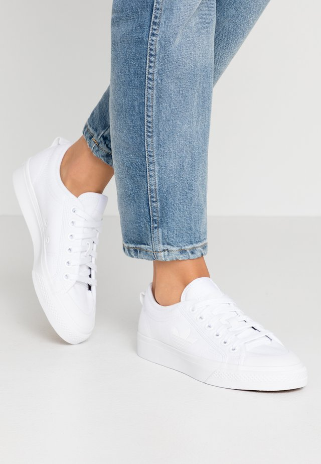 NIZZA TREFOIL - Matalavartiset tennarit - footwear white
