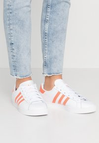 adidas Originals - COAST STAR STREETWEAR-STYLE SHOES - Tenisky - footwear white/semi coral - 0