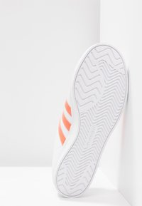 adidas Originals - COAST STAR STREETWEAR-STYLE SHOES - Tenisky - footwear white/semi coral - 6