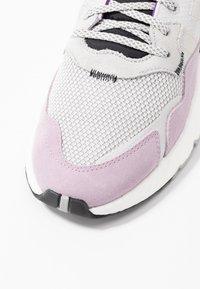 adidas Originals - NITE JOGGER - Sneakers laag - grey one/soft vision - 2