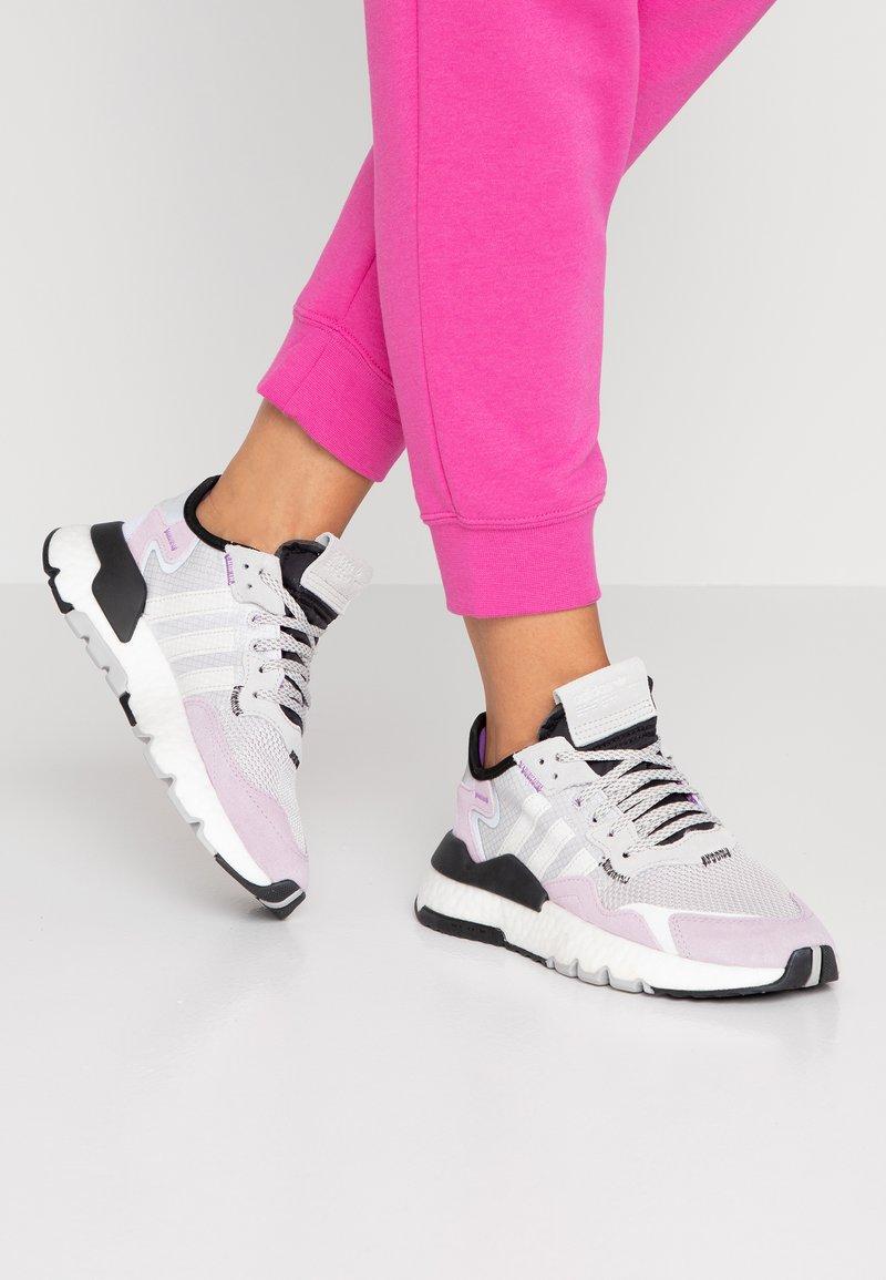 adidas Originals - NITE JOGGER - Trainers - grey one/soft vision