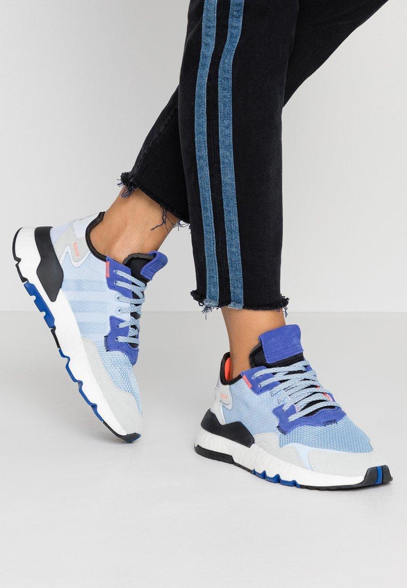 adidas Originals - NITE JOGGER - Sneakers - glow blue/blue tint