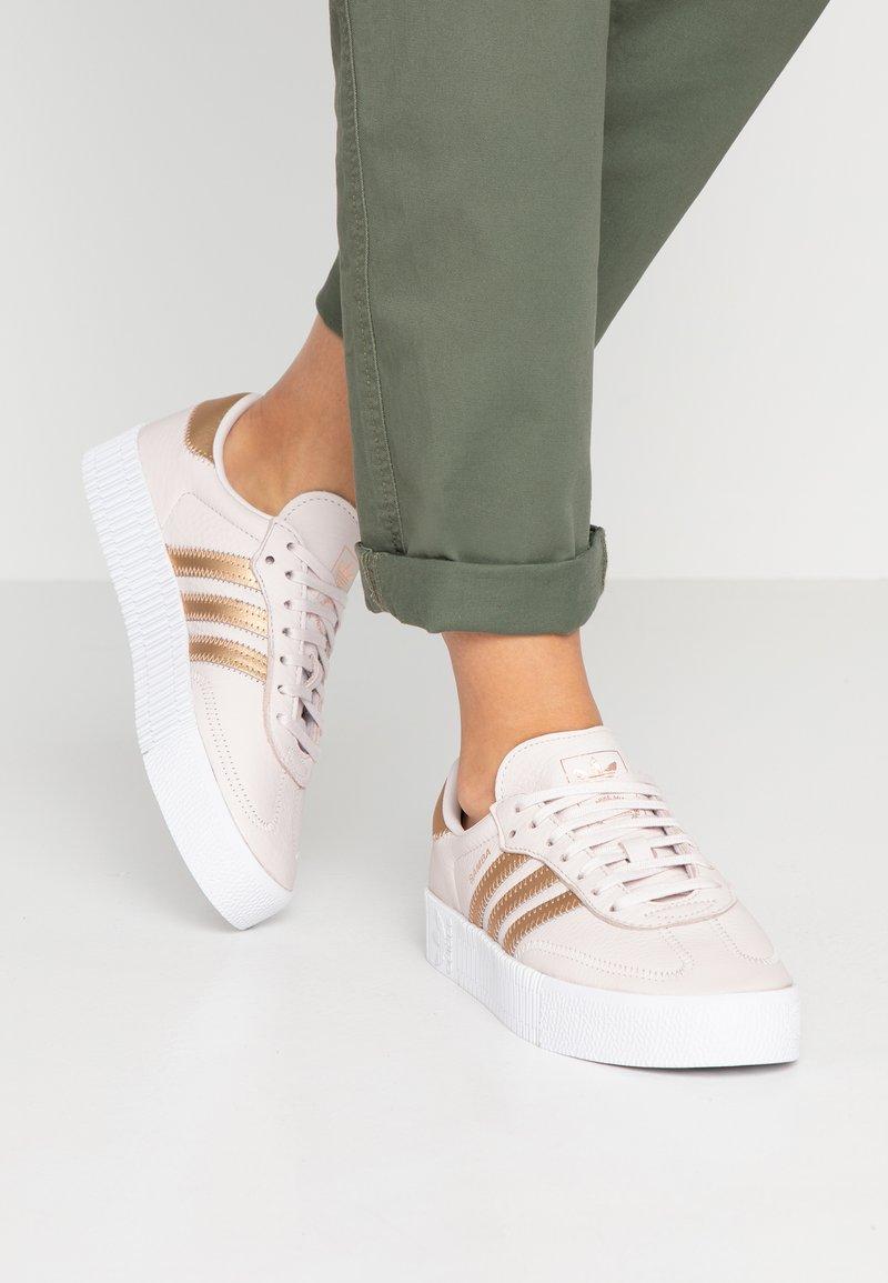 adidas Originals - SAMBAROSE - Sneakers laag - orchid tint/grey three/footwear white