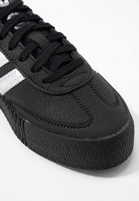 adidas Originals - SAMBAROSE - Sneakersy niskie - core black/silver metallic - 2