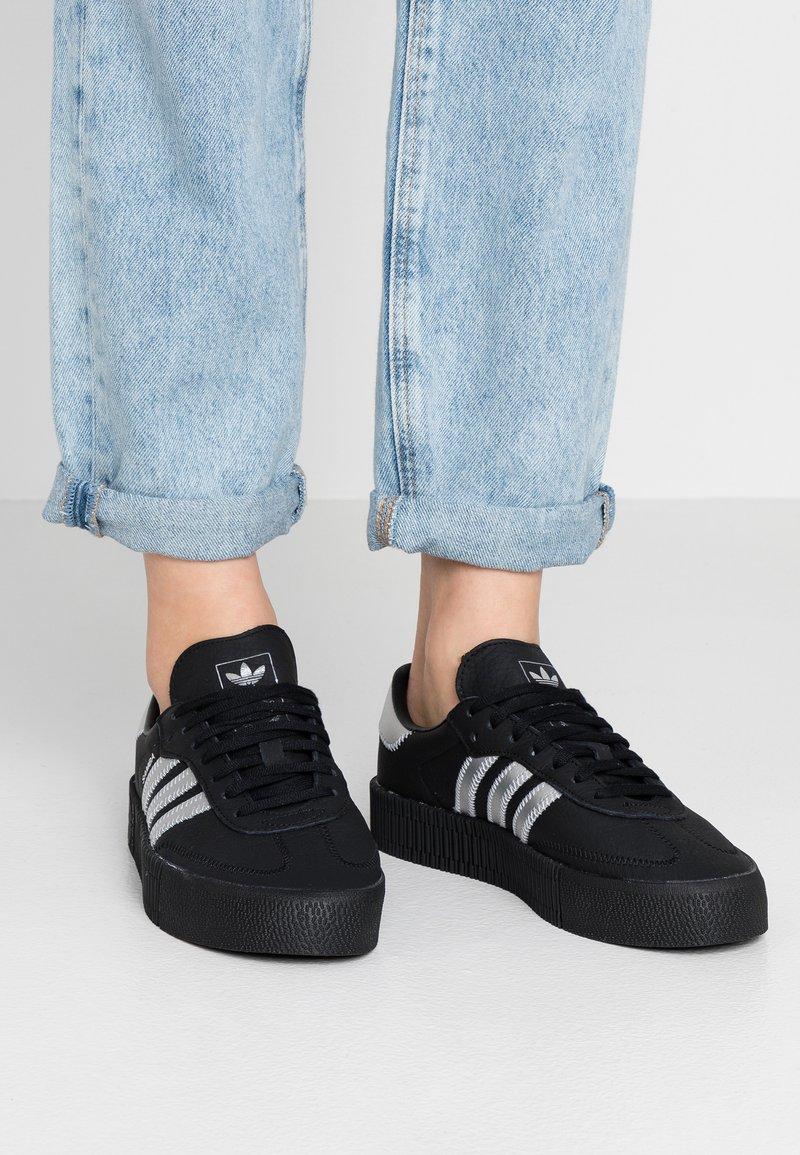 adidas Originals - SAMBAROSE - Sneakersy niskie - core black/silver metallic