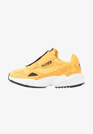 FALCON ZIP  - Sneakers basse - active gold/core black/footwear white