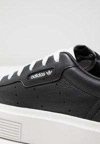 adidas Originals - SLEEK SUPER - Sneakers basse - core black/footwear white - 2
