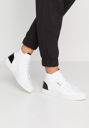 SLEEK MID - Vysoké tenisky - footwear white/core black