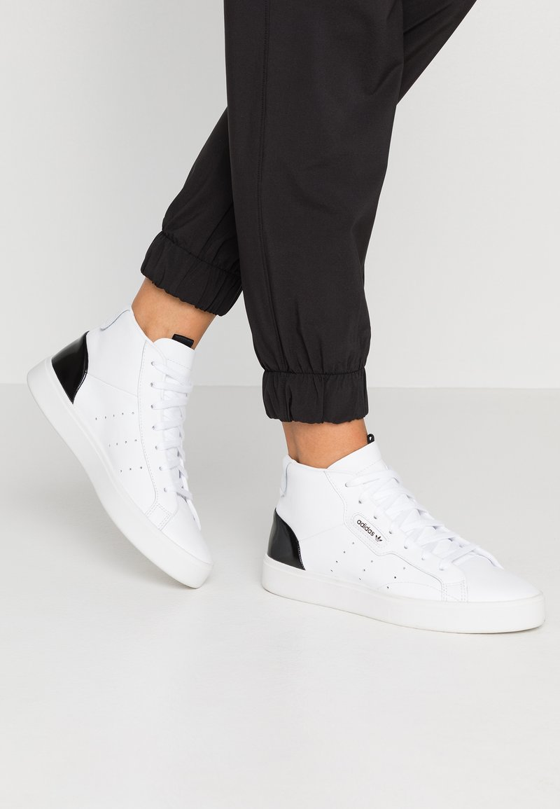adidas Originals - SLEEK MID - Sneakers hoog - footwear white/core black