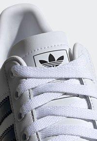 adidas Originals - COAST STAR SHOES - Sneakers - white - 6