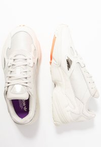 adidas Originals - FALCON TORSION SYSTEM RUNNING-STYLE SHOES - Sneaker low - offwhite/raw white/active purple - 3