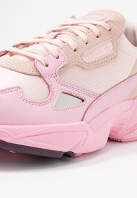 adidas Originals - FALCON TORSION SYSTEM RUNNING-STYLE SHOES - Baskets basses - ice pink/true pink/chalk purple - 2