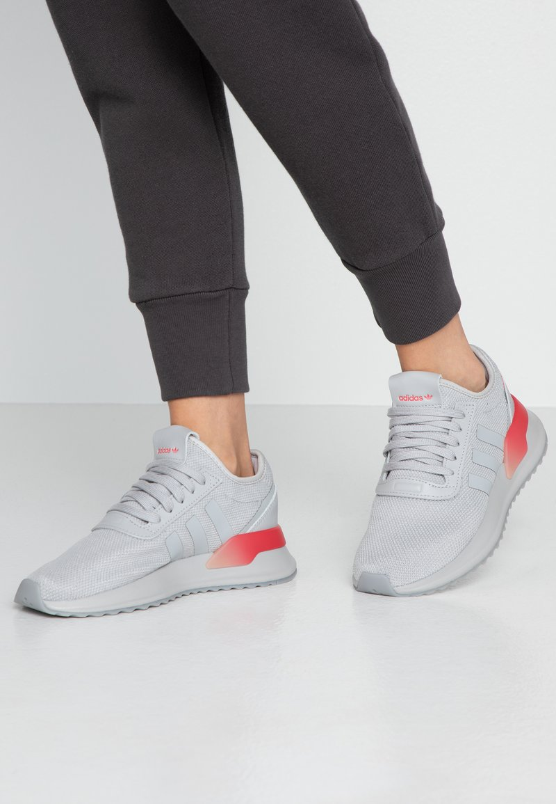 adidas Originals - U_PATH X - Tenisky - grey two/shock red/night metallic