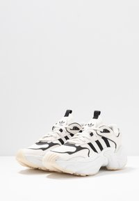 adidas Originals - MAGMUR RUNNER - Joggesko - offwhite/cloud white/crystal white - 4