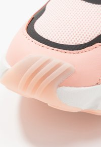 adidas Originals - MAGMUR RUNNER - Trainers - glow pink/ice pink/crystal white - 2