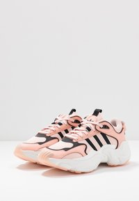 adidas Originals - MAGMUR RUNNER - Trainers - glow pink/ice pink/crystal white - 4