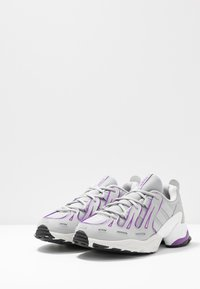 adidas Originals - EQT GAZELLE RUNNING-STYLE SHOES - Baskets basses - grey two/active purple - 4