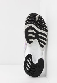 adidas Originals - EQT GAZELLE RUNNING-STYLE SHOES - Baskets basses - grey two/active purple - 6