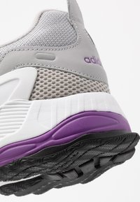 adidas Originals - EQT GAZELLE RUNNING-STYLE SHOES - Baskets basses - grey two/active purple - 2