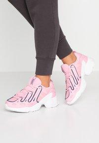 adidas Originals - EQT GAZELLE RUNNING-STYLE SHOES - Matalavartiset tennarit - true pink/tech mint - 0