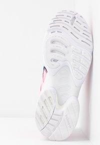 adidas Originals - EQT GAZELLE RUNNING-STYLE SHOES - Matalavartiset tennarit - true pink/tech mint - 6