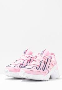 adidas Originals - EQT GAZELLE RUNNING-STYLE SHOES - Matalavartiset tennarit - true pink/tech mint - 4